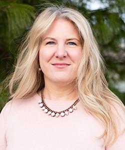 Headshot photo of Maria Kemplin